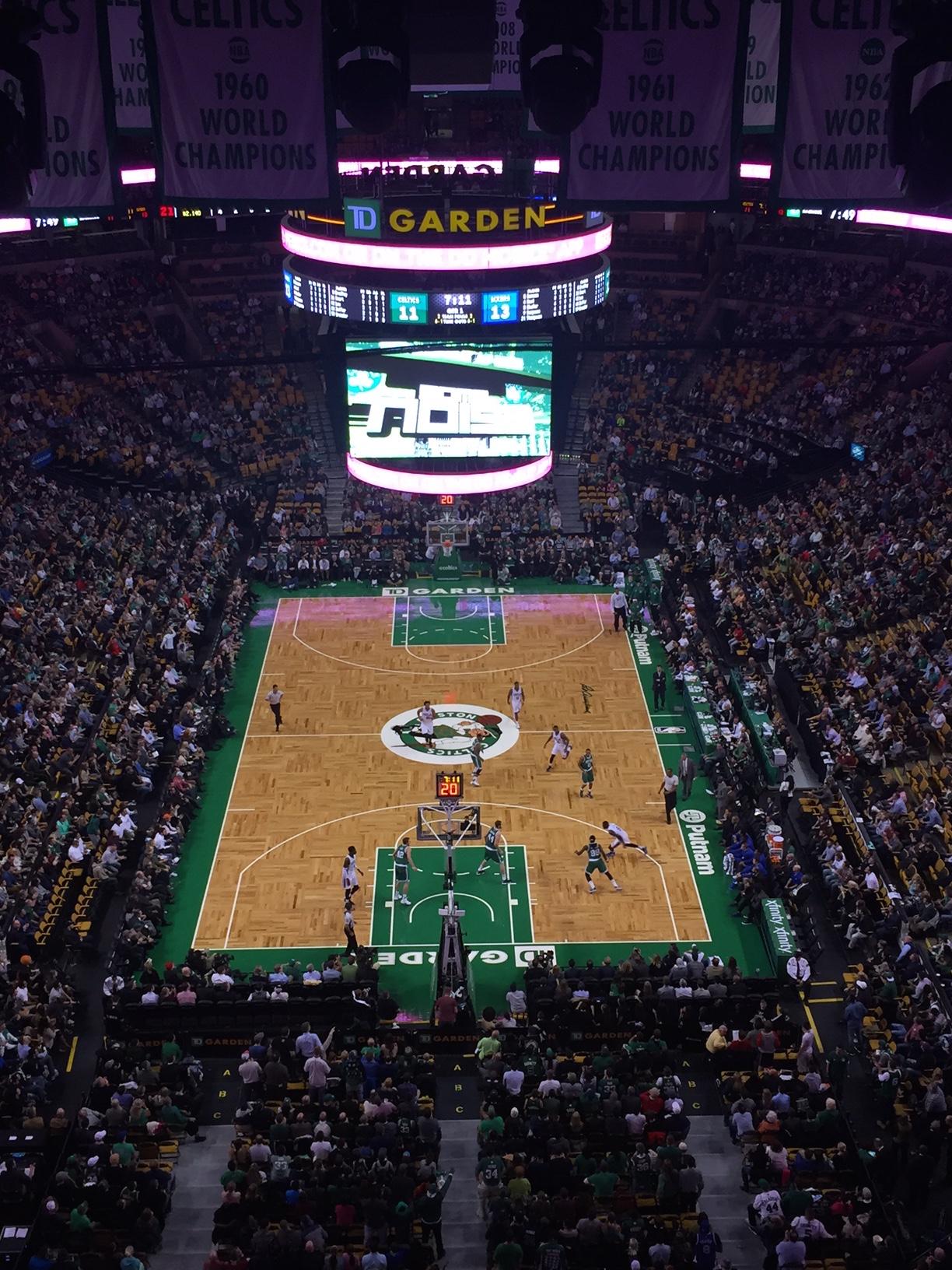 nba地板-波士顿凯尔特人队新的木地板篮球场图片