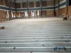 松木运动馆木地板如何保洁