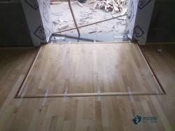 双层龙骨篮球场地地板保养